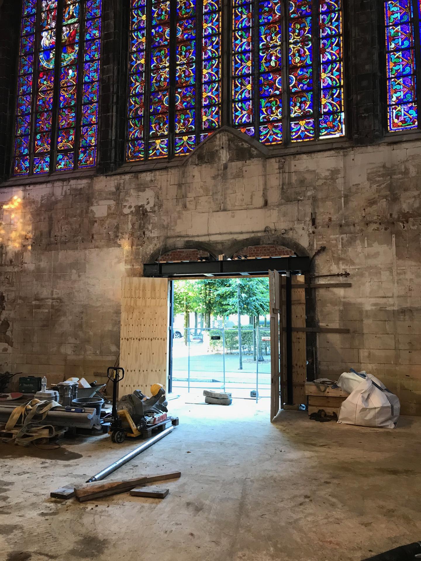 Démontage du pilier central de l'entrée centrale